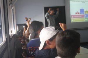 A alegria dos alunos na sala Kahoot!